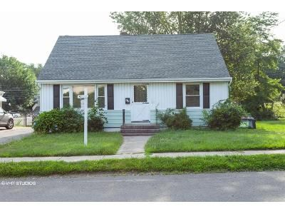 3 Bed 1 Bath Foreclosure Property in Stratford, CT 06614 - King St