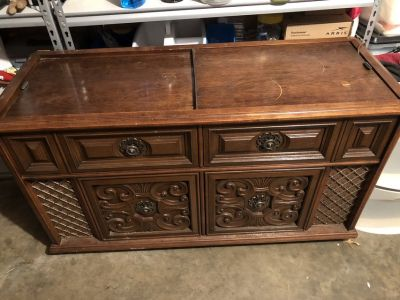 Magnavox AM/FM with Turn Table