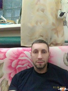 Carlos is looking for a New Roommate in Miami with a budget of $800.00