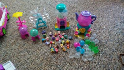 Squinkies and playsets. Click on picture to enlarge and see all items