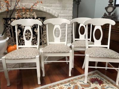 ** 4 WHITE WOOD & UPHOLSTERED CHAIRS : VERY NICE !! Made in Canada