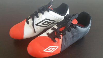 Umbro Boy's Soccer Shoes Size 5
