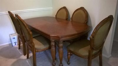 $650, Sofa,Love Seat,Dining Table,6 Chairs,Mattress, frame, pots pans plates  In Dallas
