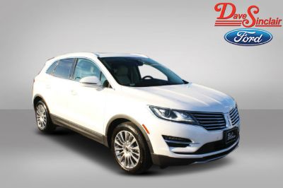 2015 Lincoln MKC Base (White Platinum Metallic Tri-Coat - White)