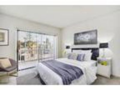 Zelzah Luxury Apartments - 1 + Den + 1.5 BA