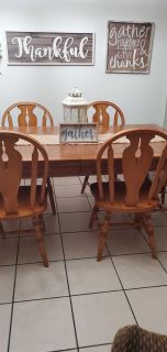 Oak Table w/6 chairs and a leaf