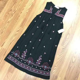 Time and Tru Sleeveless Embroidered Dress