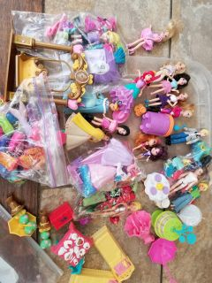 Polly pocket lot 17 dolls and extras
