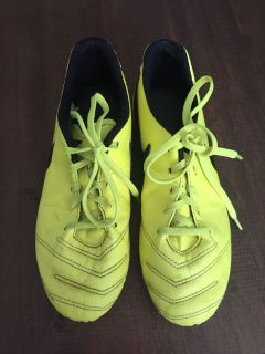 Youth Nike Tempo soccer shoes, size 5.5Y, $6 (Scappoose Pick Up)