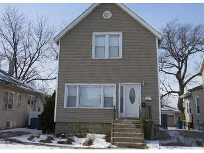 4 Bed 1 Bath Foreclosure Property in Maywood, IL 60153 - N 1st Ave