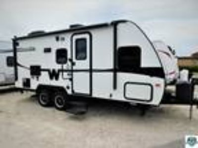 2014 Winnebago Minnie 2101FBS
