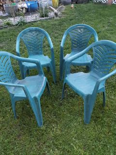 set of 4 resin chairs