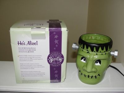 "SCENTSY HALLOWEEN ""FRANKENSTEIN"" WARMER ""HE'S ALIVE"" WITH BOX"