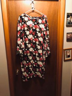 Wendy Williams floral dress with ruffled sleeves..worn once
