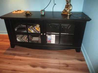 Solid wood Tv table with shelves & 2 doors