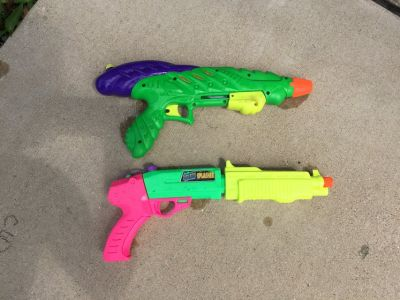 Large water squirt guns