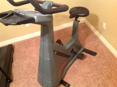 Life Cycle 9500HR Upright Excercise Bike
