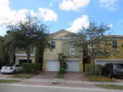 Beautiful 3/2.5 Town home w/garage in Pipers Cay