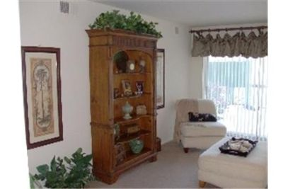 Mt Prospect, Great Location, 3 bedroom Apartment.