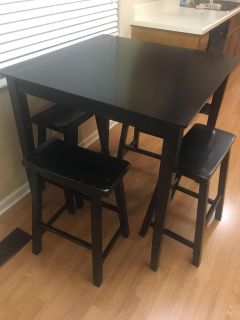 Kitchen table with 4 stools