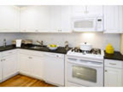 Greenwich Place - Three BR, 2.5 BA Triplex (D8)