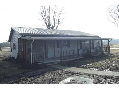 3 Bed 1 Bath Foreclosure Property in Worthington, IN 47471 - W 800 N