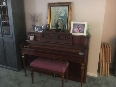 Brown standup Grand with bench