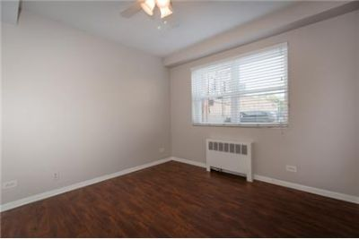 3 bedrooms Apartment - Conveniently located near Ridge, Howard.