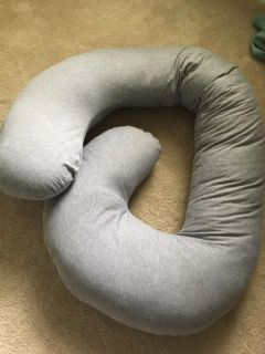 Snoogle Pregnancy Pillow - EUC - used a few times, cover is washable and a Jersey fabric, PU INNSBROOK