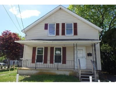 3 Bed 1.1 Bath Foreclosure Property in Jewett City, CT 06351 - Mathewson St