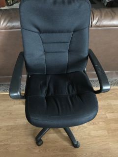 Cushioned office chair