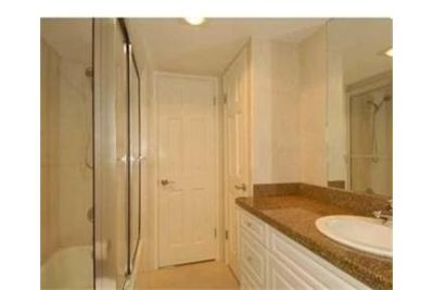 Beautiful Pompano Beach Condo for rent. Covered parking!