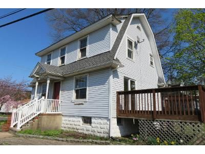 3 Bed 1 Bath Foreclosure Property in Belford, NJ 07718 - Seely St