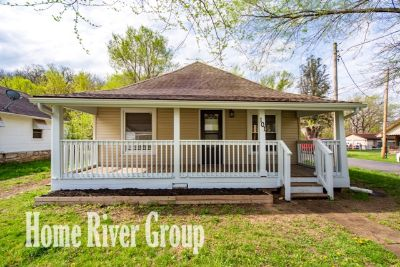 Cozy 3 bed/1.5 bath home in Excelsior Springs!! Newly Renovated! Stainless Steel! Front Porch!