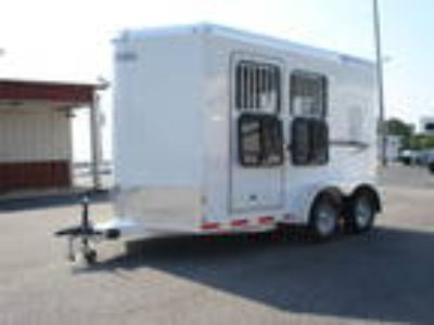 2H, SL, BP Nextrail Horse Trailer with dressing room & Saddle Rack