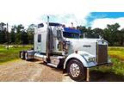 Used 2006 Kenworth W900 for sale.