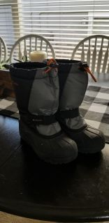 Columbia size 2 snow boots