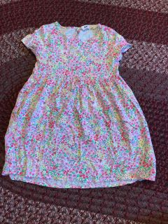 H & M cotton dress with pockets. Longer in the back. EUC size 3-4 yrs.