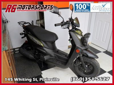 15 Yamaha ZUMA Scooter (black)