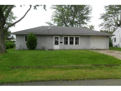 3 Bed 1.0 Bath Preforeclosure Property in Muncie, IN 47303 - E Pine St
