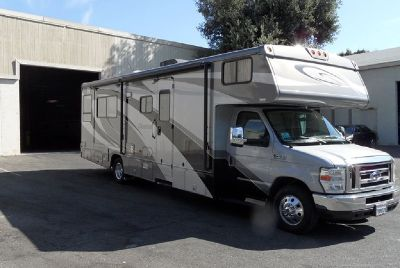 By Owner! 2009 30 ft. Winnebago Outlook WF330D w/2 slides