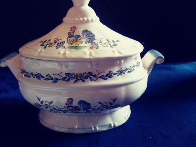 Rooster soup tureen with lid
