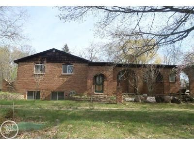 4 Bed 4 Bath Foreclosure Property in Rochester, MI 48306 - 28 Mile Road