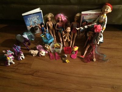 Little girl toy lot and two dvds al in great condition smoke pet free home pick up in angleton