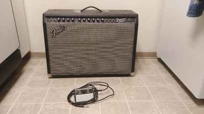 Finder 212R guitar amp and pedal