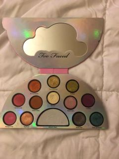 Too faced-life s a festival. Limited edition
