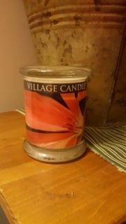 Excotic radience wood wick type has been lit.i jusr had to see it otherwise full candle