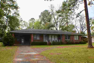 2006 Tebeau St Waycross Three BR, This warm and inviting home is