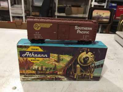 ATHEARN HO SCALE SOUTHERN PACIFIC 40 BOX CAR