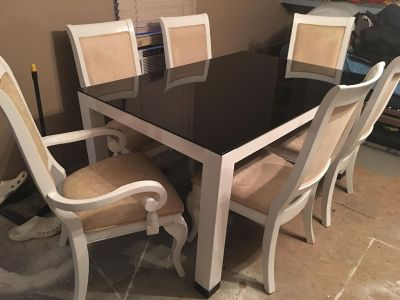 Fine Dining Room Table w/Six Chairs.